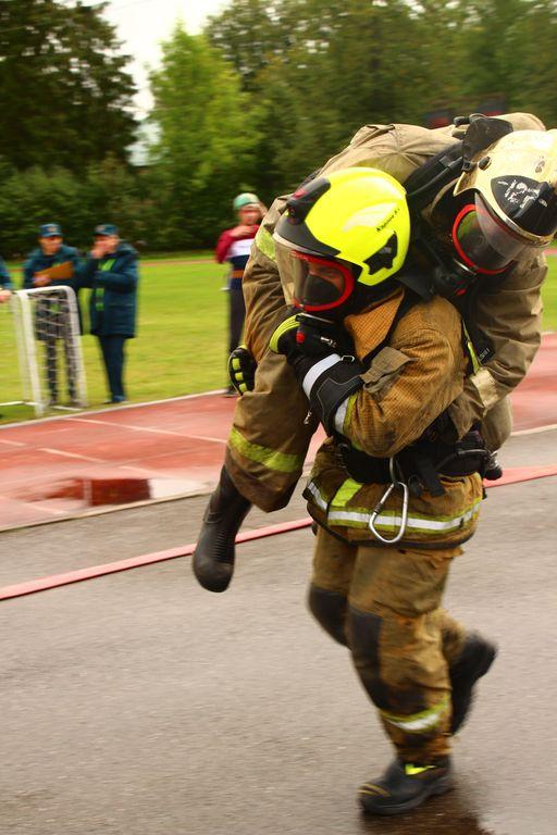 Cоревнования по пожарно-спасательному спорту в Кировском районе